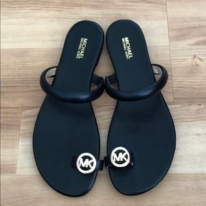 NWOT Michael Kors Nora toe ring sandal, black, 8.5